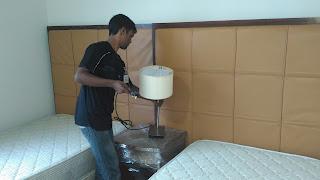 Warih Homestay : Lampu Side Table Juga Disediakan
