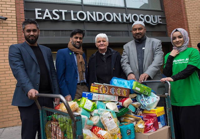 These Muslims Broke Stereotypes and Gave Out Food and Help for The Homeless and Needy This Christmas