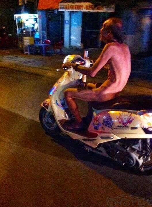 Xe gắn máy và quái nhân VietNam 11