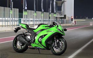 Kawasaki Ninja ZX 10R at GP road