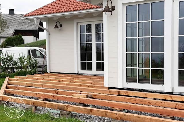 Unterkonstruktion für eine selbstgebaute Holzterrasse.