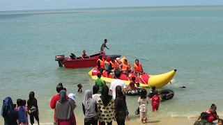 banana boat pantai pangke karimun kepulauan riau