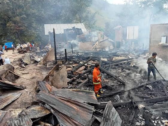 Pemkab Samosir Bantu Korban Kebakaran di Sosor Nangka, Ini Nama-nama Korban
