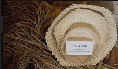 piring yang dianyam terbuat dari daun lontar