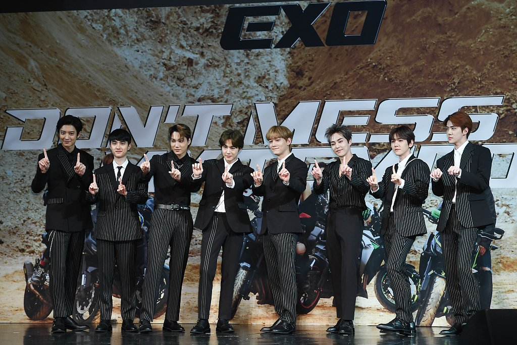 South Korean band @weareoneEXO gave signed CDs as gifts to Trump and his daughter