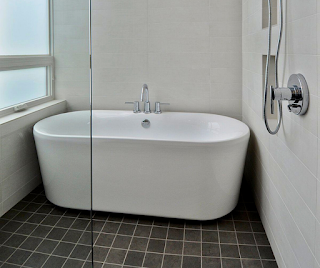Stand-Alone-Bathtubs-For-Small-Bathrooms