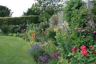 Kebun cantik di Chawton Cottage