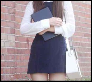 यहां हाई-स्कूल में पढ़ने वाली लड़कियां खुद को अधेड़ पुरुषों को सौंप देती हैं - Old Man and girl student