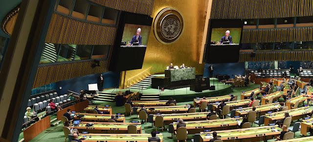 El presidente del 75º período de sesiones de la Asamblea General, Volkan Bozkir, durante la primera sesión plenaria del 75º período de sesiones.ONU/Evan Schneider