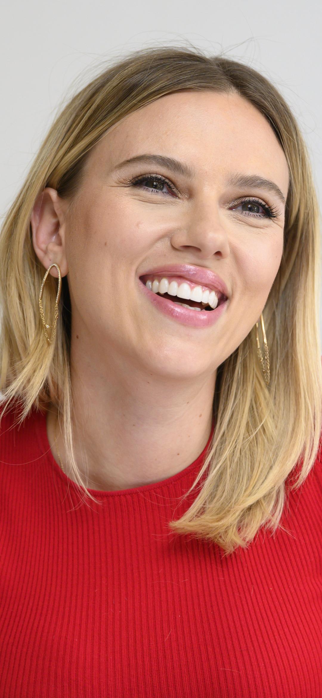 Scarlett Johansson smile face wallpaper