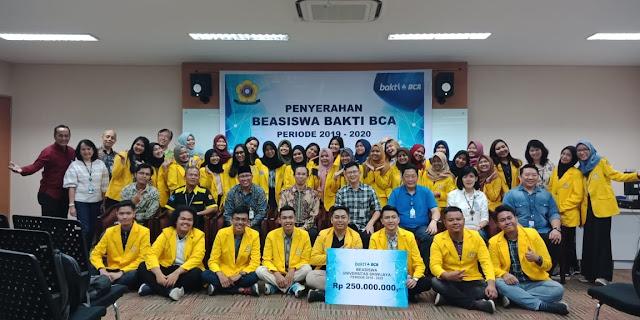 Peduli Pendidikan Indonesia, BCA Serahkan Dana Beasiswa 38 Mahasiswa Berprestasi Unsri