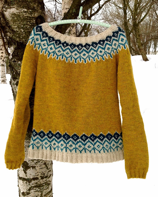 The Yellow Queen sweater pattern now available :)