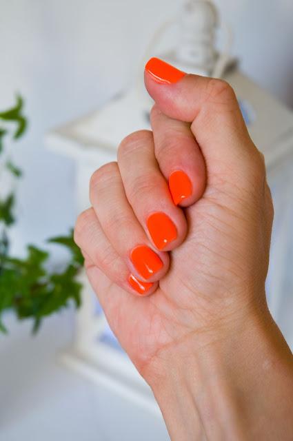 elektryzujące kolory na paznokciach na lato