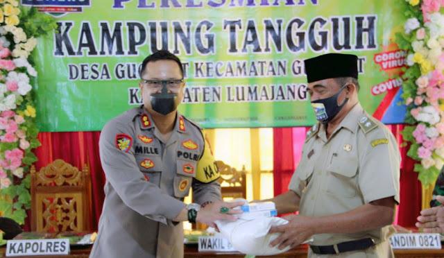 Kapolres Lumajang, AKBP Deddy Foury Millewa saat meresmikan kampung tangguh