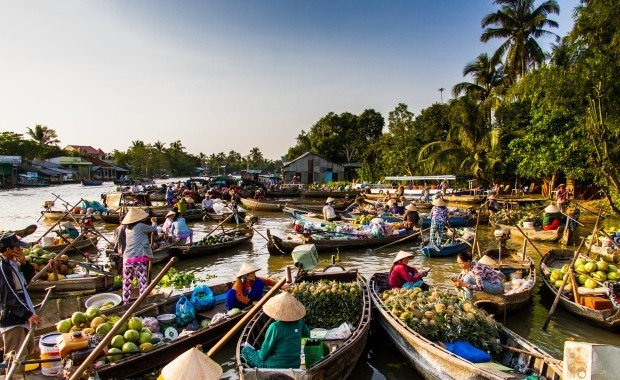 Can Tho hosts cultural festival on the Cai Rang Floating Market in Mekong River