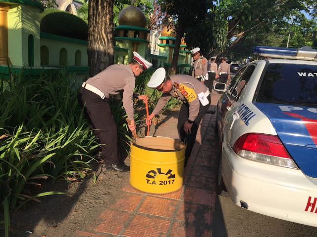 Sambut HUT Lalu Lintas ke-63, Polantas Polres Bone Gelar Operasi Sampah