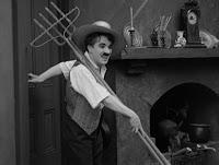 """Кадр из фильма Чарли Чаплина """"Собачья жизнь"""" / A Dog's Life (1918) - 29"""