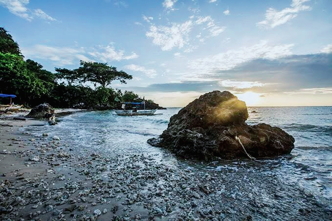 Pesona Wisata Pantai Batu Hideung Aesthetik Di Pandeglang