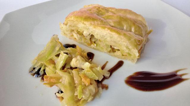 trenza de hojaldre rellena de pollo y verduras
