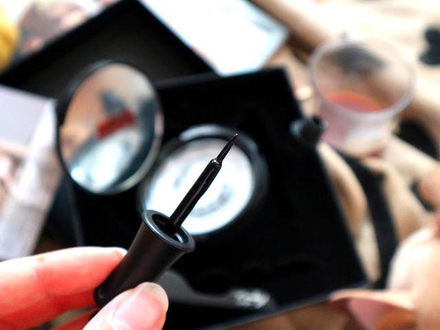 Le pinceau de l'eyeliner magnétique de la marque Magnetic by SL.