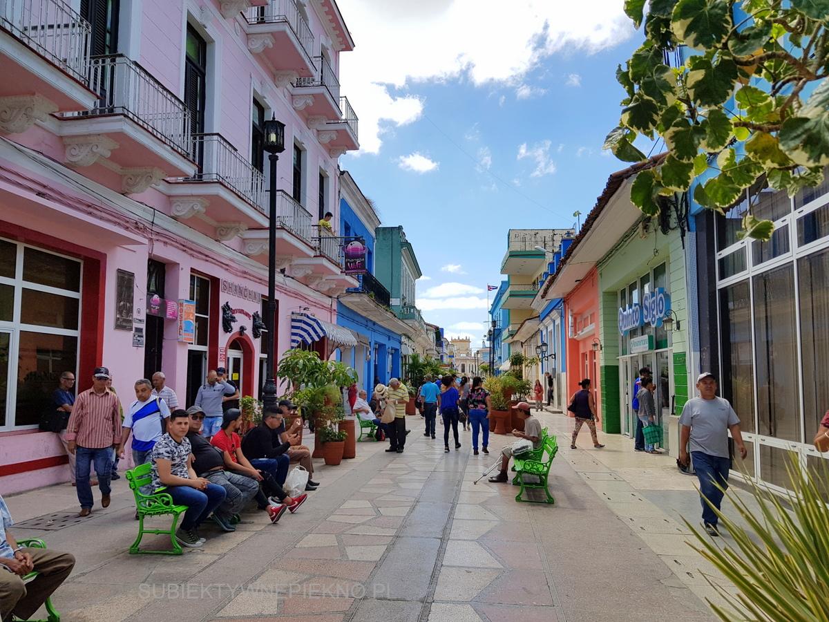 Kuba Sancti Spiritus - kolorowe budynki, centrum
