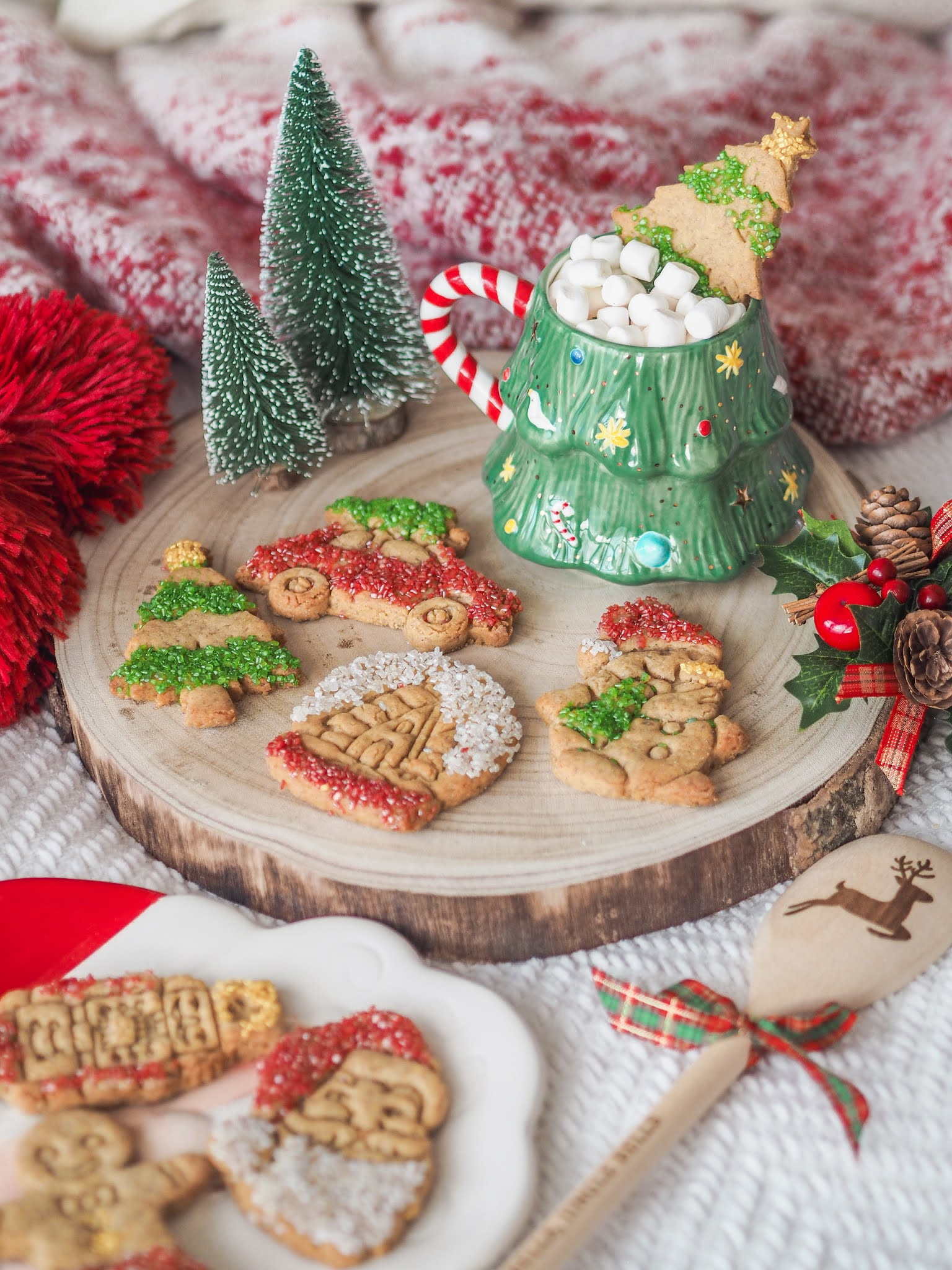 Crisp Gingerbread Christmas Cookies, Food Blogger, Katie Kirk Loves, UK Blogger, Christmas Recipe, Christmas Baking, Homemade Christmas Gifts, Home Baking, UK Baking Blog, UK Recipe, Christmas Cookies, Gingerbread Cookies