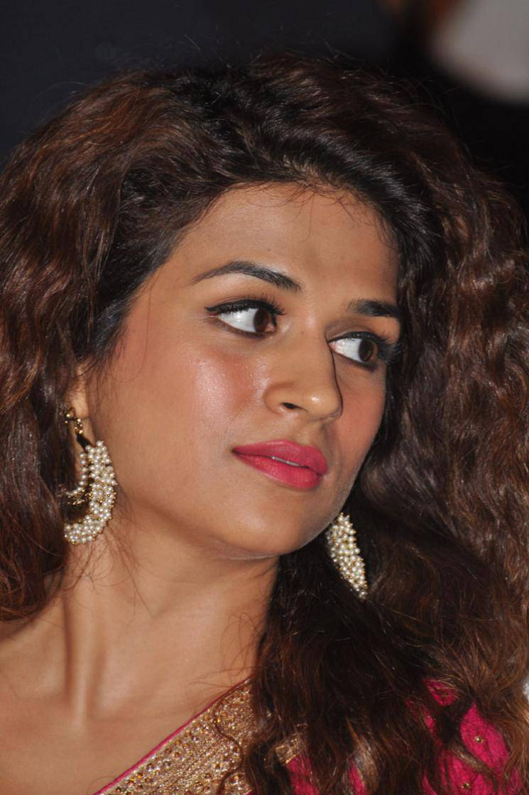 Shraddha Das Latest Hot Stills In Pink Saree
