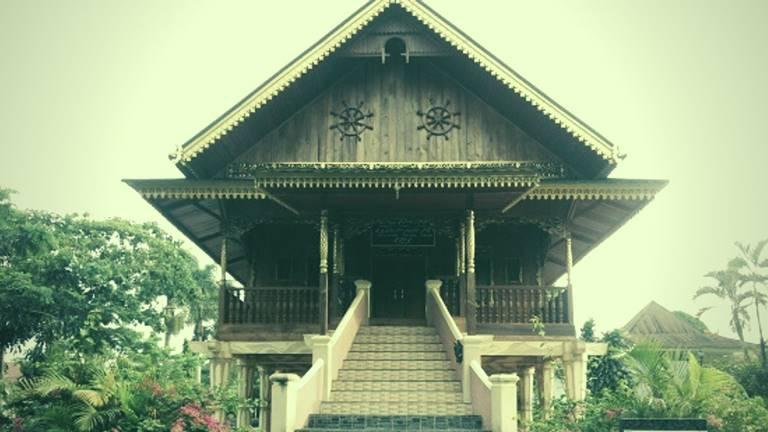 rumah adat suku rejang