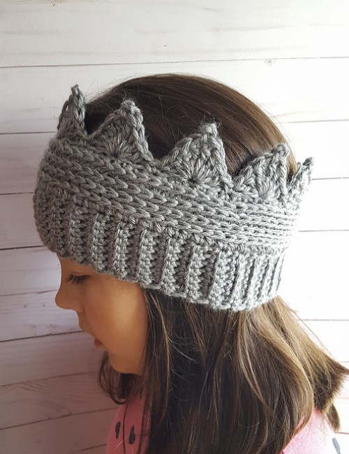 Crown Ear Warmer - Free Pattern