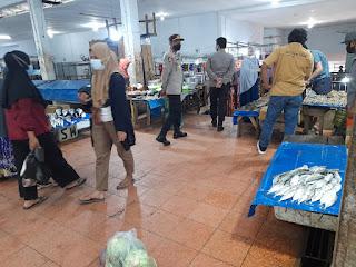 Cegah Tindak Pidana Di Area Pasar, Kapolsek Anggeraja Pimpin Patroli Di Pasar Cakke