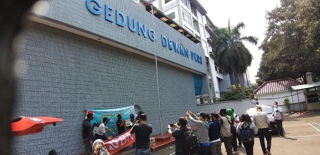 Forum Wartawan Jakarta Apresiasi Media Top Metro Berikan Paket Sembako untuk Jurnalis