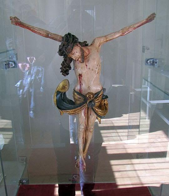 Postać Chrystusa z krucyfiksu