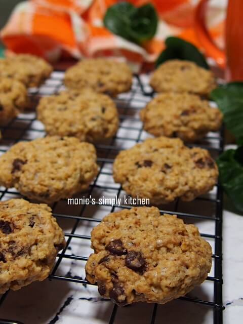Crunchy Oatmeal Chocolate Chips Cookies recipe