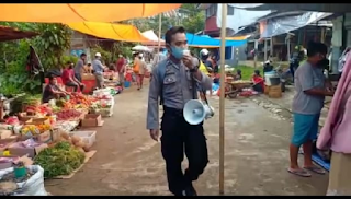 Pasar Sangalla Beroperasi, Bhabinkamtibmas Polsek Sangalla Lakukan Pengawasan Physical Distancing