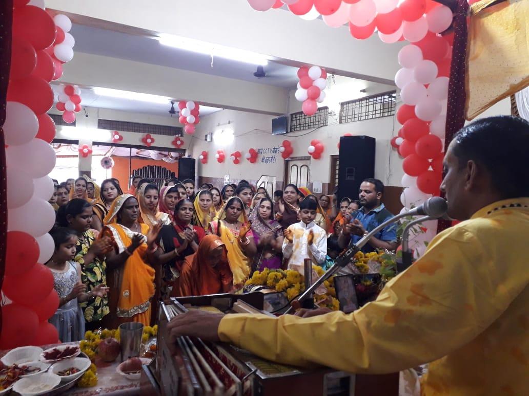 Jhabua News-भागवत कथा में कृष्ण जन्मोत्सव पर थिरके भक्त
