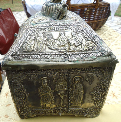 μήμα της κάρας του Αγίου Μάρτυρος Τρύφωνος στην Καστανιά Αγράφων https://leipsanothiki.blogspot.be/