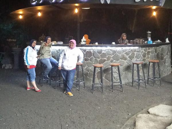 Sensasi Ngopi di Cafe Lava Goa Lawa