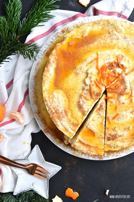 Mandarinen-Schmand-Torte mit Spekulatius, Lebkuchen, Marzipan und Zimt