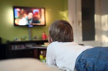 Η τηλεόραση δεν είναι νταντά: 4 πολύ καλοί λόγοι να την κλείσετε!