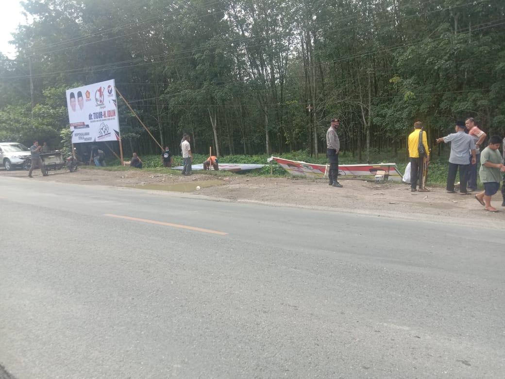 KPU Labuhan Batu Dan Tim Paslon  Memasang Alat Peraga Kampanye Secara Serentak