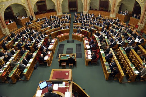 A kormány családvédelmi akciótervéről szavaznak a képviselők