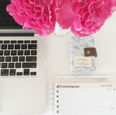 blogger planner and flowers