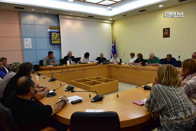 Συνεδριάζει δια ζώσης  με 29 θέματα το Δημοτικό Συμβούλιο στο Ναύπλιο