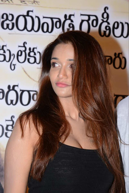 Actress Anaika Soti Photos in Black Top Shows Off Her Hot Cleavage Navel Queens