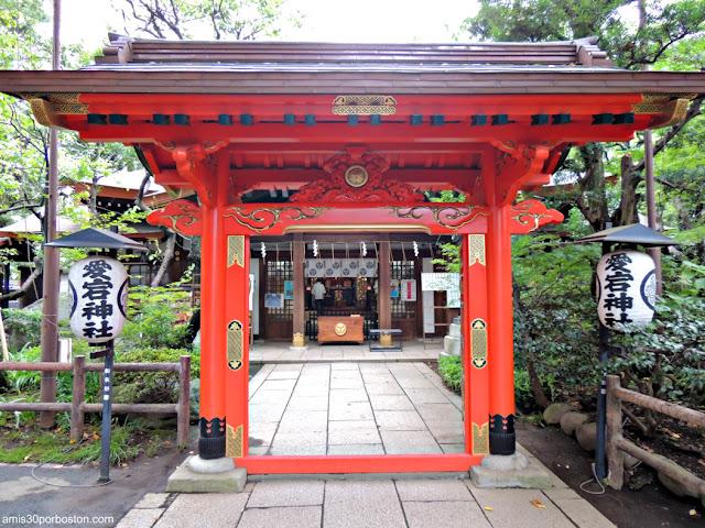 Puerta Ninuri del Santuario Atago en Tokio