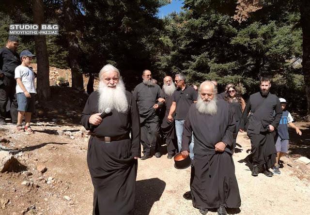 Επίσκεψη του Μητροπολίτη Αργολίδας και Ιερέων στις κατασκηνώσεις του Φαρμακά