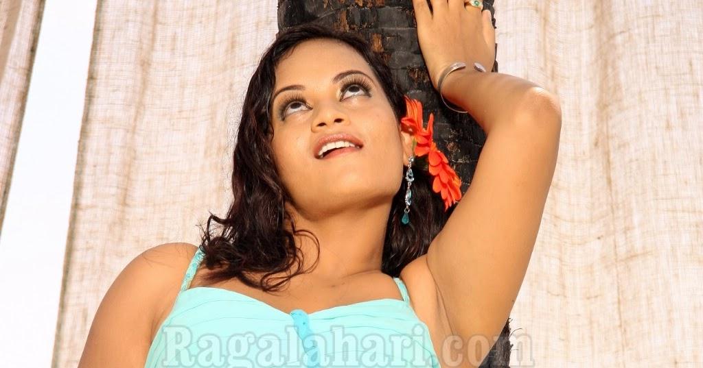 Tamilzone: Suja Navel Armpit Hot Saree Pics