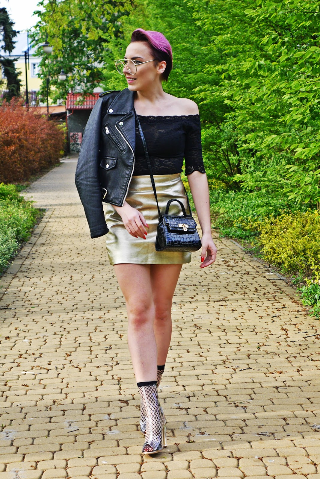 blogerka_yezzy_shoes_gold_skirt_look_biker_jacket_karyn_blog_160517
