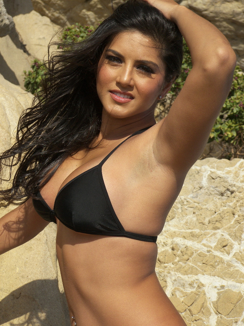 Sexy Sunny Leone Black Bikini Open Big Boobs Picture -7162
