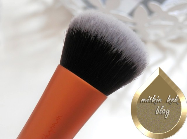 Real Techniques Expert Face Brush Makyaj Fircasi
